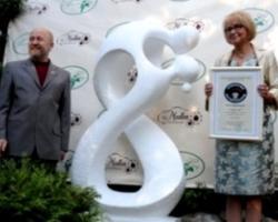 В России открыли первый памятник тосту